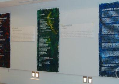 Paneles con pintura artística. Rotulación.